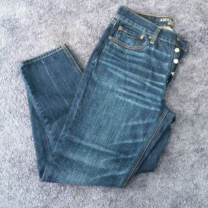 NWT AE VINTAGE HIGH RISE SIZE 8 JEANS